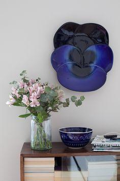 Birger Kaipiainen Viola ceramic plate and Ulla Procope Valencia ceramic bowl by Arabia Finland.