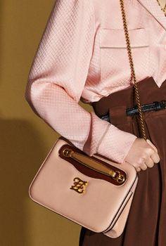 Fendi Resort 2020 Fashion Show Fendi Resort 2020 Collection Cross Shoulder Bags, Leather Shoulder Bag, Fendi, Fashion Bags, Fashion Accessories, Handbags For School, Classic Handbags, Womens Fashion Stores, Best Bags
