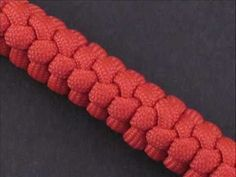 In this tutorial I show you how to tie a snake knot. The knot has many uses in rope crafts, from making bracelets, lanyards, to even making dog leashes and zipper pulls. It is a very common knot in the paracord crafts, so I highly recommend learning it. Paracord Braids, Paracord Knots, Rope Knots, Macrame Knots, Paracord Bracelets, Chain Bracelets, Snake Knot, Decorative Knots, Paracord Tutorial