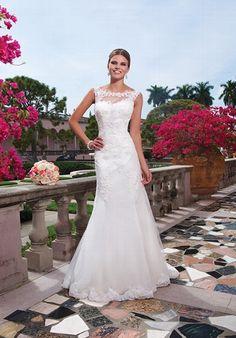 Romantisches Hochzeitskleid in Elfenbein aus Venice and Alencon Spitze im Meerjungfrauen-Stil mit einem Sabrina-Ausschnitt - von Sweetheart