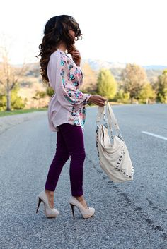 I'm loving these purple jeans and of course those heels. Outfit looks fun and flirty, I like!!