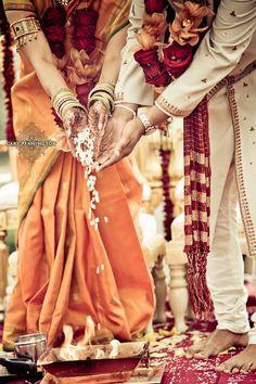 #knotsandhearts | Cary Pennington Photography, Indian Wedding Ceremony #IndianWeddding #SanDiego Hindu Wedding Ceremony, Wedding Rituals, Wedding Poses, Wedding Photoshoot, Wedding Bride, Indian Wedding Photos, Indian Wedding Planning, Indian Wedding Photography, Marathi Wedding