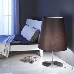Hotel Lione egy klasszikus stílusú álló lámpa, modern köntösben. Decor, Lamp, Hotel, Table, Home Decor