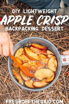 Apple Crisp Backpacking Dessert Backpacker& Apple Crisp: After a long day of hiking, nothing hits the spot quite like a sweet treat! This DIY backpacking dessert is lightweight and quick cooking in camp. Camping Desserts, Camping Meals, Camping Hacks, Camping Recipes, Family Camping, Camping Cooking, Camping Dishes, Camping Supplies, Family Trips