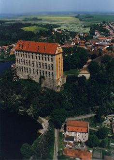 hrad plumlov - Hledat Googlem Historical Monuments, Bosnia, Czech Republic, Prague, Croatia, Medieval, Cathedral, Beautiful Places, Mansions