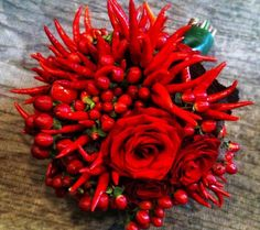 Rose e peperoncini Lily Wedding, Wedding Bouquets, Wedding Flowers, Laura Lee, Christmas Arrangements, Floral Arrangements, Hottest Chili Pepper, Burgundy Flowers, Plant Art