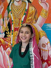 What is it like to live in India? Read about how one girl spends a typical school day.