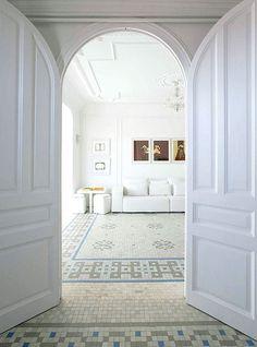 Ladrilho hidráulico valoriza décor branco - Casa Vogue