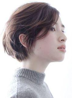 小顔シースルーデザインひし形でスマートヘア!!斜めシースルーバングと顔にかかる毛先で、小顔効果抜群!菱形のフォルムと柔らかい質感が大人の女性にはまります。ロングヘアからばっさりスタイルチェンジする方も、ショートヘアから伸ばしてる方も挑戦しやすいスタイルです。