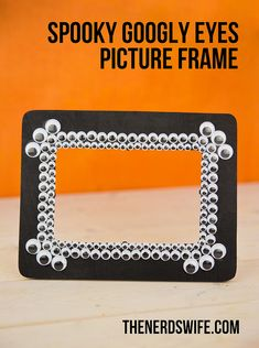 Spooky Googly Eyes Picture Frame for Halloween by @thenerdswife