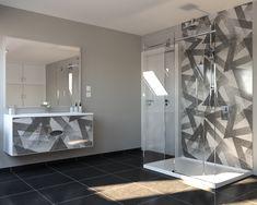Unique bathroom Luxury Homes, Bathroom Lighting, Bathtub, Mirror, Unique, Furniture, Design, Home Decor, Luxurious Homes