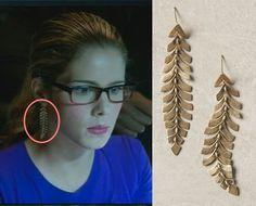 Arrow: Felicity Smoak's (Emily Bett Rickards) Anthropologie Southbound Plume Earrings #getthelook #arrow #anthro