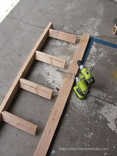 one hour blanket ladder, diy, home decor, repurposing upcycling, woodworking projects diy beginner diy pallet diy projects diy rustic diy woodworking Woodworking Projects That Sell, Popular Woodworking, Woodworking Furniture, Woodworking Tips, Woodworking Chisels, Woodworking Workshop, Furniture Plans, Furniture Design, Woodworking Organization
