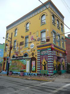 PITTSBURGH, PENNSYLVANIA - Mexican War Streets District..There's so much more to see of this house.
