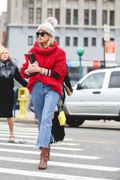 Lots of loose layers make for a tight combination. #refinery29 http://www.refinery29.com/2016/02/103173/ny-fashion-week-fall-winter-2016-street-style-pictures#slide-22