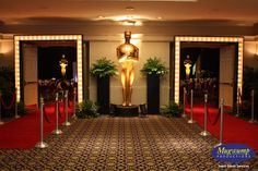 Hollywood (Cinéma) - Absolut-show. 16th Birthday Decorations, Banquet Decorations, Banquet Ideas, Hollywood Birthday Parties, Hollywood Theme, Party Props, Party Themes, Party Ideas, Golden Awards