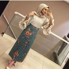 Street Hijab Fashion, Abaya Fashion, Muslim Fashion, Modest Fashion, Girl Fashion, Eid Outfits, Skirt Outfits, Fashion Outfits, Casual Hijab Outfit