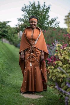 Queen Cersei Lannister Coronation Gown Game of Thrones Costume Dress - New Ideas African Bridal Dress, African Wedding Attire, African Attire, African Wear, African Dress, African Fashion Ankara, African Inspired Fashion, Traditional Wedding Attire, Traditional Outfits