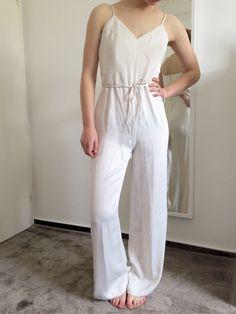Mein Weißer langer eleganter Jumpsuit von H&M von H&M! Größe 36 / S für 17,00 €. Sieh´s dir an: http://www.kleiderkreisel.de/damenmode/jumpsuits/130766360-weisser-langer-eleganter-jumpsuit-von-hm.