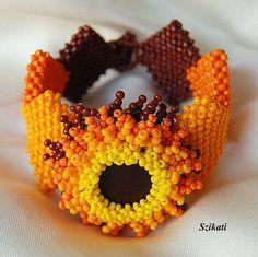 Beaded yellow orange brown bracelet seed bead cuff por Szikati