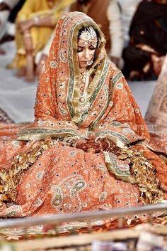 Punjabi Wedding Suit, Wedding Lehnga, Indian Wedding Wear, Punjabi Bride, Pakistani Wedding Outfits, Indian Bridal Outfits, Pakistani Bridal, Bridal Lehenga, Desi Wedding