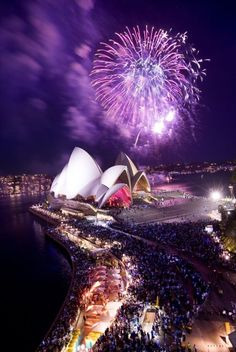 Top 6 New Year's Eve Fireworks Around The World You Must See.