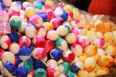 Huevos rellenos de confetti.