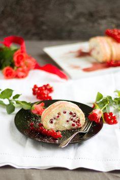 Biskuitrolle mit Johannisbeeren // Sponge Roll with red currants