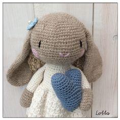 Två små änglar - Katinka och Hedvig. //Lotta! Crochet Animals, Crochet Toys, Hedvig, Cool Toys, Teddy Bear, Ideas, Plushies, Tejidos, Threading