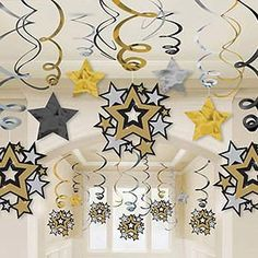 Want to create the Hollywood-themed party you've always dreamed of? Find Hollywood party supplies & ideas to make your event come to life at Shindigz. Hollywood Party, Star Hollywood, Red Carpet Theme, Red Carpet Party, 80s Party Decorations, Party Themes, Party Ideas, Theme Parties, Star Theme Party