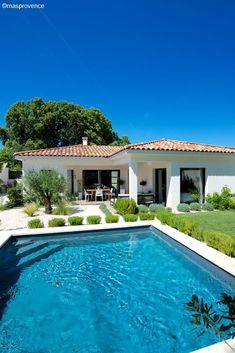 45 houses in Provence where we dream of going on vacation! What if you spent your next vacation in Provence? Zoom on the 45 most beautiful houses in this sunny region!