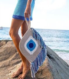 Bag Crochet Bags Free Crochet Bags With Descriptions And Patterns Of New Models 2019 - Page 23 of 34 - clear crochet Free Crochet Bag, Crochet Clutch, Crochet Purses, Crochet Handbags, Knit Crochet, Crochet Bags, Crochet Pillow, Beginner Crochet Projects, Crochet For Beginners
