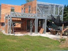 Nueve claves para diseñar una vivienda de acero - Clarín Metal Building Kits, Metal Building Homes, Metal Homes, Building A House, Tyni House, House Roof, Steel Frame House, Steel House, Pole Buildings