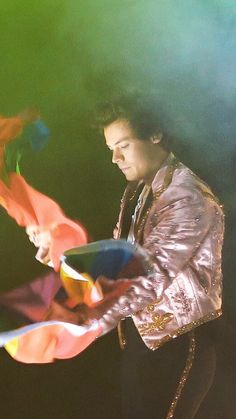 New pics of Harry in London show Harry Styles London, Harry Styles Live, Harry Edward Styles, H Style, Style Icons, I Always Love You, My Love, 1d Imagines, Harry Styles Wallpaper