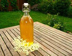 Holundersirup - abgefüllt in Flaschen