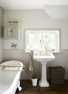 8 classy country bathroom ideas - houspire diy home décor ва Cottage Style Bathrooms, Rustic Bathrooms, Modern Bathroom, Small Bathroom, Bathroom Ideas, Vanity Bathroom, Vintage Bathrooms, Bathroom Bath, Bathroom Pictures