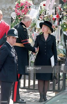 First Lady Hillary Clinton ~ September 1997 in London, England for the funeral of Princess Diana. Lady Diana, Princess Diana Funeral, Us First Lady, Prince Charles And Diana, Madam President, Hillary Rodham Clinton, Chelsea Clinton, Westminster Abbey, Princess Of Wales