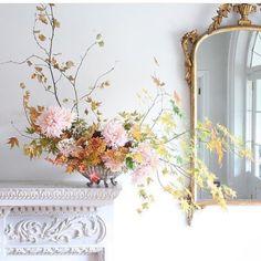The the Organic Elegance of this fresh floral arrangement! Ikebana, Cut Flowers, Fresh Flowers, Beautiful Flowers, Autumn Flowers, Autumn Leaves, Deco Floral, Arte Floral, Happy Sunday Flowers