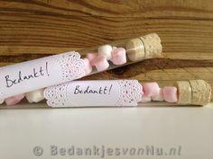 Romantische huwelijksbedankjes via www.BedankjesvanNu.nl Wedding Party Favors, Wedding Gifts, Ava, Wedding Inspiration, Baby Shower, Diys, Wedding Day Gifts, Babyshower, Bricolage