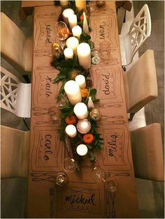 Personalized brown paper tablecloth with candles and Personalisierte Tischdecke aus braunem Papier mit Kerzen und Grün. Personalized brown paper tablecloth with candles and greenery. Thanksgiving Table Settings, Thanksgiving Decorations, Christmas Decorations, Thanksgiving Tablescapes, Outdoor Thanksgiving, Holiday Tablescape, Fall Table Settings, Thanksgiving Parties, Thanks Giving Table Decorations