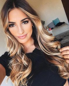 Here's Every Last Bit of Balayage Blonde Hair Color Inspiration You Need. balayage is a freehand painting technique, usually focusing on the top layer of hair, resulting in a more natural and dimensional approach to highlighting. Cabelo Ombre Hair, Balayage Blond, Bayalage, Blonde Ombre, Natural Hair Styles, Short Hair Styles, Frontal Hairstyles, Ombre Hair Color, Brunette Hair
