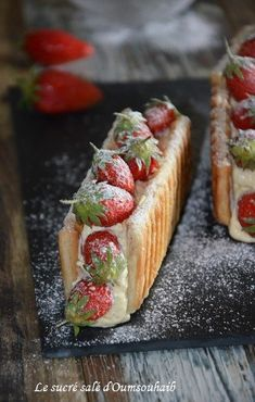 mille feuilles waffle with strawberries with mascarpone Pavlova, Something Sweet, Caramel Apples, Just Desserts, Food And Drink, Cooking Recipes, Favorite Recipes, Snacks, Pie Cake
