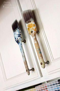 Anciennes poignées de porte d'armoire à pinceau