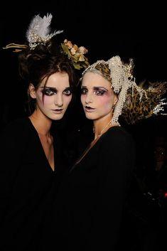 John Galliano Spring 2010 Ready-to-Wear Beauty Photos - Vogue