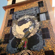 """Oltre 500 abitanti coinvolti e 20 artisti internazionali, circa 2.500 mq di opere e 20 facciate di abitazioni (alte 14 metri) dipinte in 70 giorni: sono i numeri di """"Big City Life"""" Tor Marancia, il progetto di arte pubblica partecipata per la riqualificazione urbana, culturale e sociale de"""