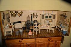 Große antike und sehr schöne Puppenküche um 1910
