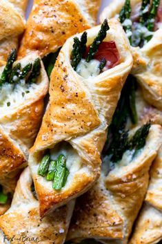 Prosciutto Asparagus Puff Pastry Bundles (appetizer) - Fox and Briar These Prosciutto Asparagus Puff Pastry Bundles are an easy and elegant appetizer or brunch idea! Perfect for Easter, Mother's Day or any other spring brunch! Vegetable Dishes, Vegetable Recipes, Vegetarian Recipes, Cooking Recipes, Healthy Recipes, Prosciutto Asparagus, Asparagus Recipe, Asparagus Appetizer, Smoked Salmon Appetizer