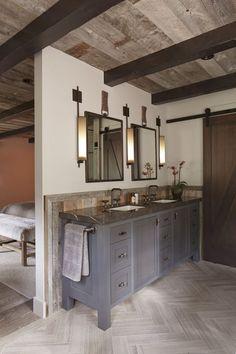 38 Best Modern Rustic Bathroom Design and Decorating Ideas for 2019 14 Home, Bathroom Remodel Master, Modern House Design, Modern House, Decor Interior Design, Modern Farmhouse Bathroom, Rustic Bathroom Vanities, Rustic Bathrooms, Rustic House
