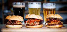 Deluxe csirkecombos szendvics - Amitől jól fogsz lakni! | Street Kitchen Hamburger, Sandwiches, Salad, Ethnic Recipes, Food, Street, Kitchen, Cilantro, Roll Up Sandwiches