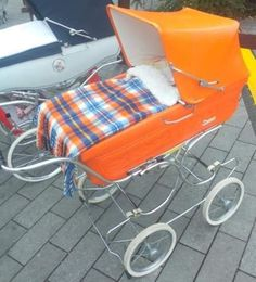Baby Prams, Buggy, Babies Clothes, Retro, Kids And Parenting, Noodles, Baby Strollers, Wheels, Children